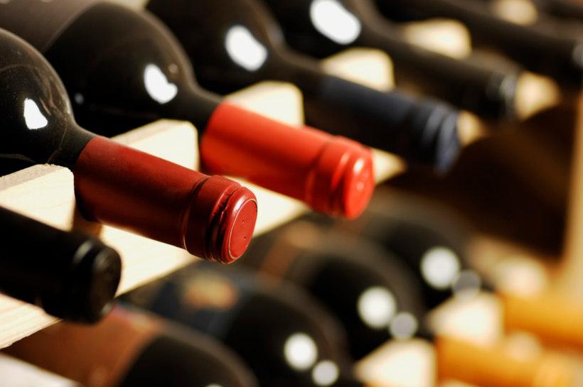 Wein liegend lagern