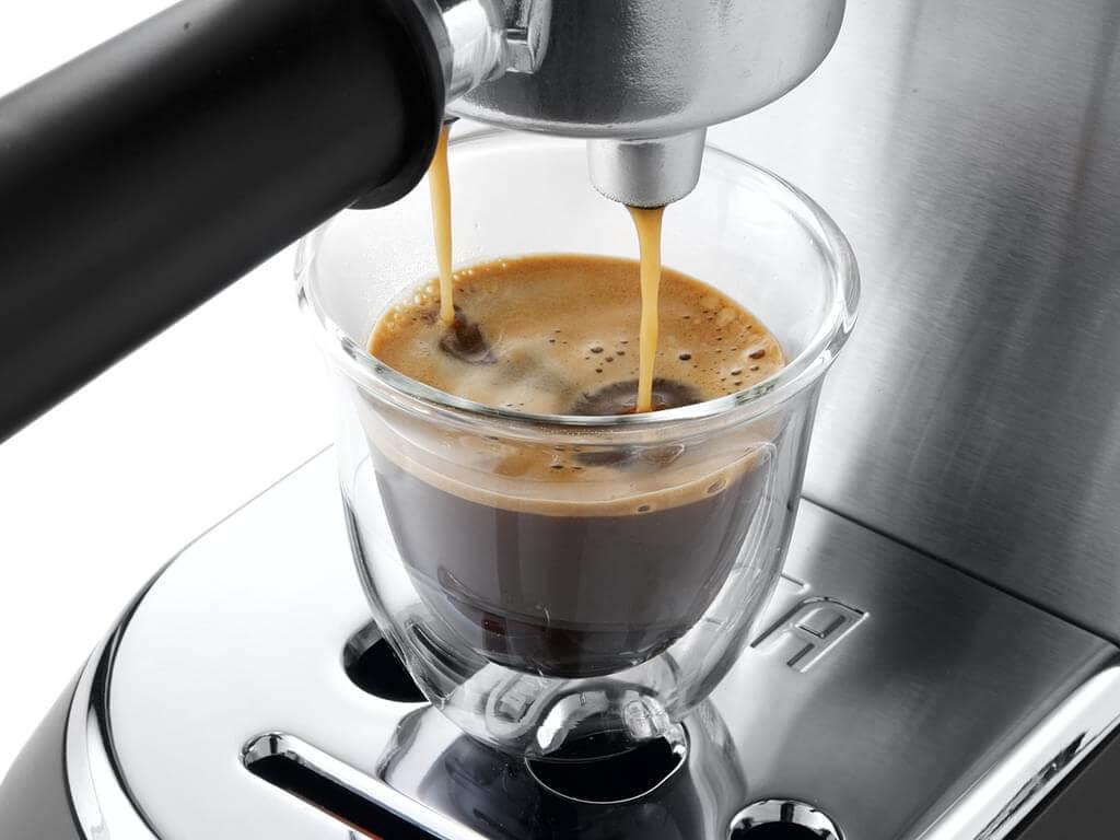 italienischer Espresso mit einer Siebträgermaschine