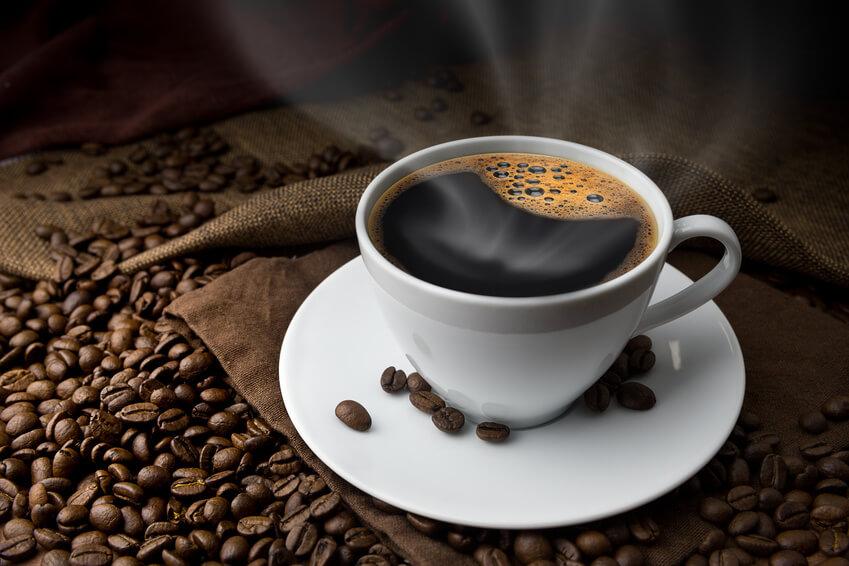 Schwarzer Kaffee – Heißgetränk ohne Milch und Zucker
