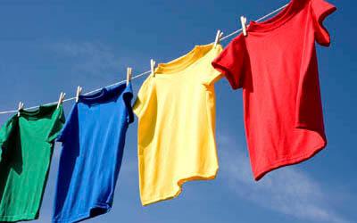 T-Shirts an Wäscheleine