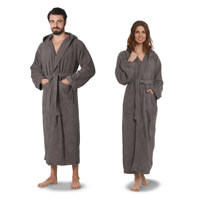 Mann und Frau in Morgenmantel