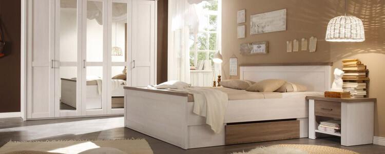 Schlafzimmer mit Spiegelschrank
