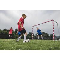 Fußballspiel im Freien