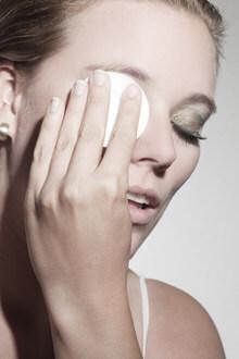 Abschminken als Bestandteil der Pflegeroutine