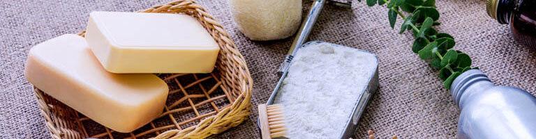Seife, Rasierer und Zahnbürste