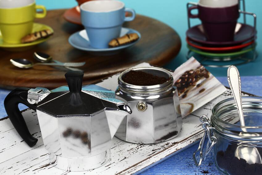 Espresso kochen mit einer Caffettiera
