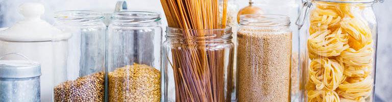 Aufbewahrungsgläser mit Lebensmitteln