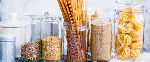 Gläser, Nudeln, Getreide