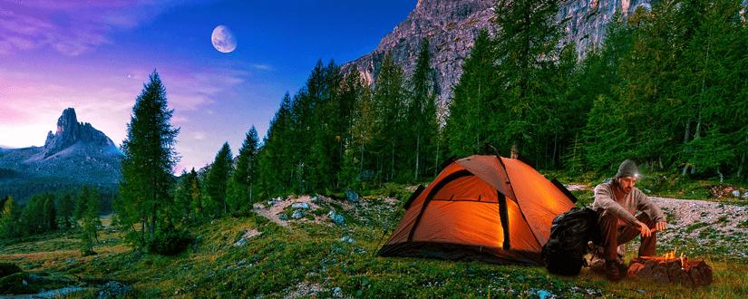 Campingstühle und Tisch