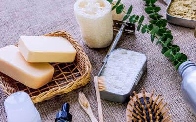 Seife, Zahnbürste und Rasierer
