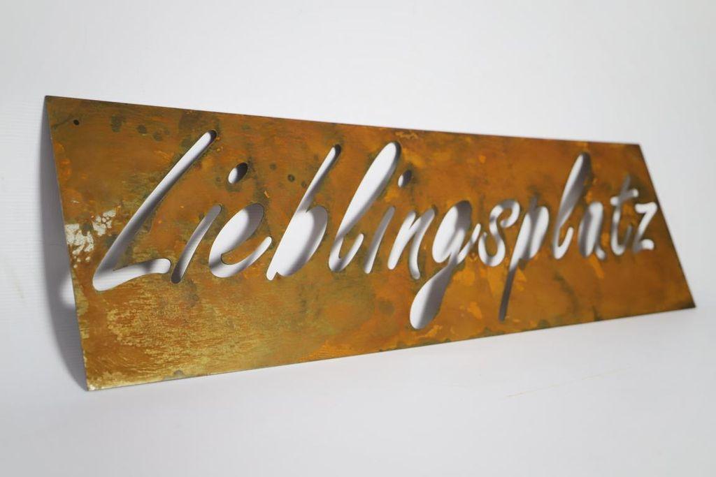 Hofschild doppelseitiger Druck Wellpappe Metall Terrasse Garten Schild Hofschild Family Made Company 45,7 x 30,5 cm schwarzes Rasenschild