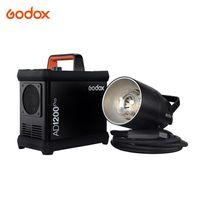 Godox AD1200Pro Batteriebetriebenes Blitzsystem 1200 Ws Ausgangsleistung Eingebautes 2,4 G Wireless X-System TTL-Blitzgerät Monolight 1 / 8000s HSS 0,01-2 s Recyclingzeit 40 W Modellierlicht 5600K Farbtemperatur für Studio-Außenaufnahmen