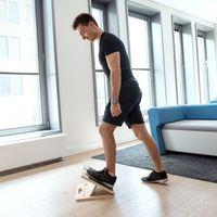 Navaris Stretch Board Waden Training - Fuß Stretcher Wadenstrecker - Dehnen von Oberschenkel Zehen - Anti-Rutsch Dehn-Board für max. 150kg aus Holz Stretching Waden