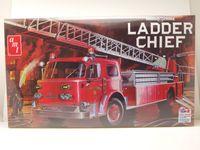 American LaFrance Ladder Chief Fire Truck Feuerwehr Kunststoffbausatz Modellauto 1:25 AMT