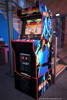 Arcade1Up Mortal Kombat Midway Legacy Retro Spielautomat mit 12 original Spielen, Joysticks & Sounds