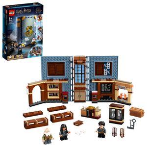 LEGO 76385 Harry Potter Hogwarts Moment: Zauberkunstunterricht Set, Spielzeugkoffer mit Minifiguren, Sammlerstück