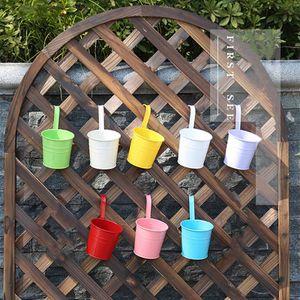 8 Stück Hängende Blumentöpfe mit Haken Eisen Eimer Pflanzkorb für Geländer Zaun Balkon Garten Blumenhalter