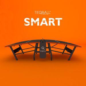 Teqball SMART Fußball auf einer Tischtennisplatte