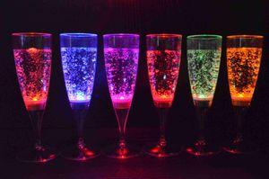 6 Stück LED Sektglas im Set leuchtende Sektgläser LED beleuchtetes Party Trinkglas Geburtstag Silvester Hochzeit Einweihung Kunststoffglas Partyglas 150 ml