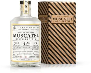 Muscatel Distilled Gin präsentiert von JOKO WINTERSCHEIDT hergestellt in Deutschland in Geschenkpackung | 44 % vol | 0,5 l