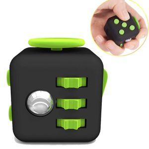 Fidget Cube - Anti Stess Würfel - Stresswürfel 'Spielzeug' zum Stressaubbau bei Nervösität für alle Altersklassen in Schwarz