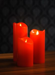 3 LED Kerzen mit flackernder Flamme, rot,  flammenlose Kerzen mit Timer & An- / Aus Schalter, mit beweglicher Flamme, 600 Stunden Leuchtdauer, warm-weiß beleuchtet