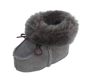 warme Lammfell Babyschuhe grau mit Fellkragen und Kordel, Gerbung ohne schädliche Stoffe