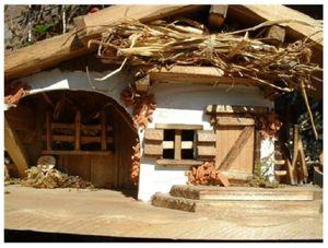 Krippe schönes Holzhaus 30cm x 13cm Modellhaus
