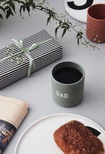 """Design Letters - Becher grün """"DAD"""" Porzellan"""