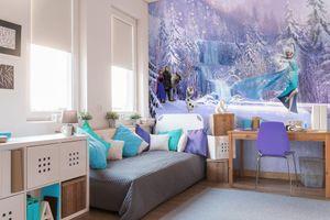 """Komar Fototapete """"Frozen Forest"""" , weiß/grau/blau, Schneemann Olaf, Winterlandschaft, 368 x 254 cm"""