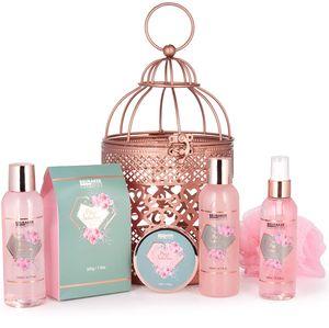 BRUBAKER Cosmetics Bade- und Dusch Set Rosenwasser Champagner - 7-teiliges Geschenkset im orientalischen Windlicht - dekorativer Hängekorb Roségold