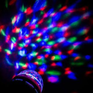 LED Partyleuchte mit Kabel und Fassung, rottierender Disco-Lichteffekt