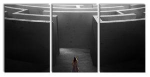 Frau vor großem Labyrinth B&W Detail, XXL Leinwandbild in Übergröße 240x120cm Gesamtmaß 3 teilig / Wandbild / Kunstdruck