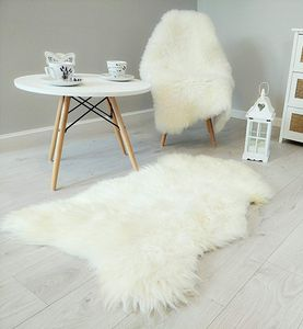Lammfell in einer Geschenkverpackung, Schaffell, Naturform, Echt Fell Naturfell Sheepskin (Weiß, 100 x 110 cm)
