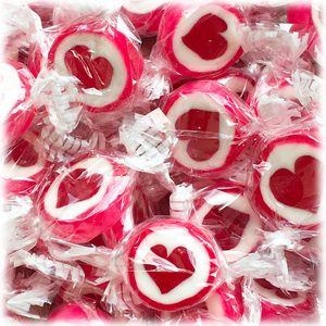 Herzbonbons zu Hochzeit Taufe Kommunion 500g rot weiß - handgewickelte Rocks-Bonbons mit rotem Herz - Sorte Erdbeere - Tischdeko Nascherei Gastgeschenk