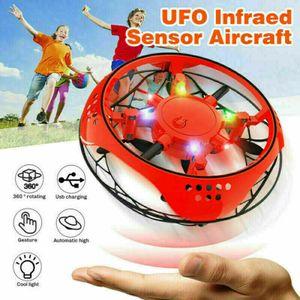 2 Stk Mini Drohne Fliegender Ball UFO Spielzeug RC Quadcopter Infrarot-Induktions Fly Toy