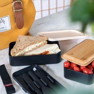 Navaris Bento Box Set inkl. Besteckhalter - Lunch Box mit Besteck und Bambus Deckel - Brotdose 2 Fächer luftdicht - Brotbox Set Kinder Erwachsene