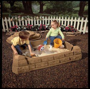 Step2 Naturally Playful Sandkasten mit Deckel | Kunststoff Sand Kasten mit Abdeckung für Kinder