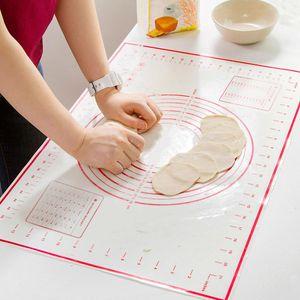 Gebäckmatte Extra große dicke Silikon-Backmatte mit Maßen Antihaft-rutschfeste Gebäck-Rollmatte - 50x70 cm (rot, zufälliges Muster)