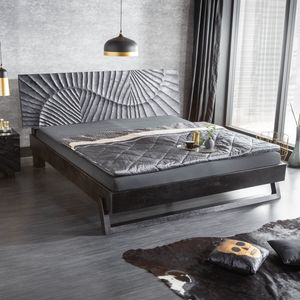 Massives Bett SCORPION 180x200cm schwarz Mangoholz mit 3D Schnitzereien Doppelbett Ehebett