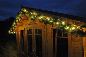 Beleuchtete LED Girlande mit Lichterkette + Timer Grün 2,7m 5m 8m 10m 15m 20m Tannengirlande Warmweiß, Länge:2.7 m