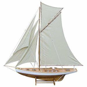 Modell-Segelyacht, Renn Gaffel Yacht. Große Regatta Yacht mit Drei Vorsegel