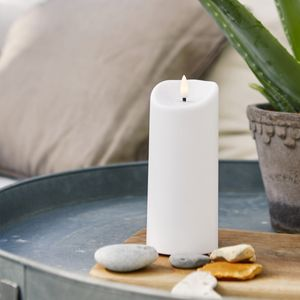 LED Stumpenkerze 'Flamme' - Kunststoff - warmweiße 3D Flamme - H: 18cm - Timer - outdoor - weiß