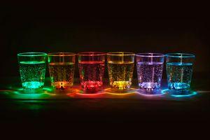 2 x 6 Stück (12 Stück) LED beleuchtetes Schnapsglas Fassungsvermögen ca. 6 cl Party LED blinkendes Trinkglas Hochzeit Silvesterparty Trinkspiele Partyglas