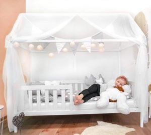 Alcube Hausbett 90x200 cm - Mit Matratze und Deko-Set Stabiles Kinderbett 200x90 cm mit Rausfallschutz und Lattenrost - weiß lackiert - für Jungen und Mädchen