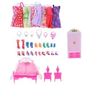 Puppen Möbel Sets und Kleidung Schuhe Halskette für Barbie Puppen Zubehör