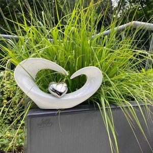 Formano Skulptur Deko mit silberfarbenem Herz, Breite ca. 31 cm, Höhe ca. 18 cm, weiß silber glasiert