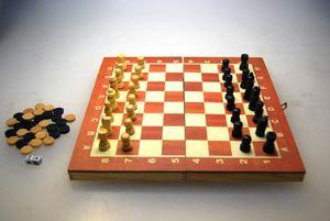 Schach & Dame & Backgammon Brettspiel / aus Holz / Größe: 25x25cm