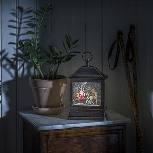 """KONSTSMIDE 4351-000 LED """"Schneelaterne mit Weihnachtsmann im Schlitten"""", wassergefüllt, wählbare Energieversorgung, mit 5h Timer, Warmweiße Diode, 4.5V_Innentrafo/batteriebetrieben, Innen"""