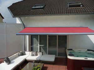 Elektrische Kassettenmarkise 500 x 300 cm grau, Tuch dunkel-rot